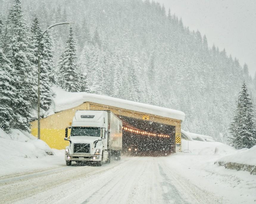 Visera de protección en la Highway 1 (© Travis Rousseau)